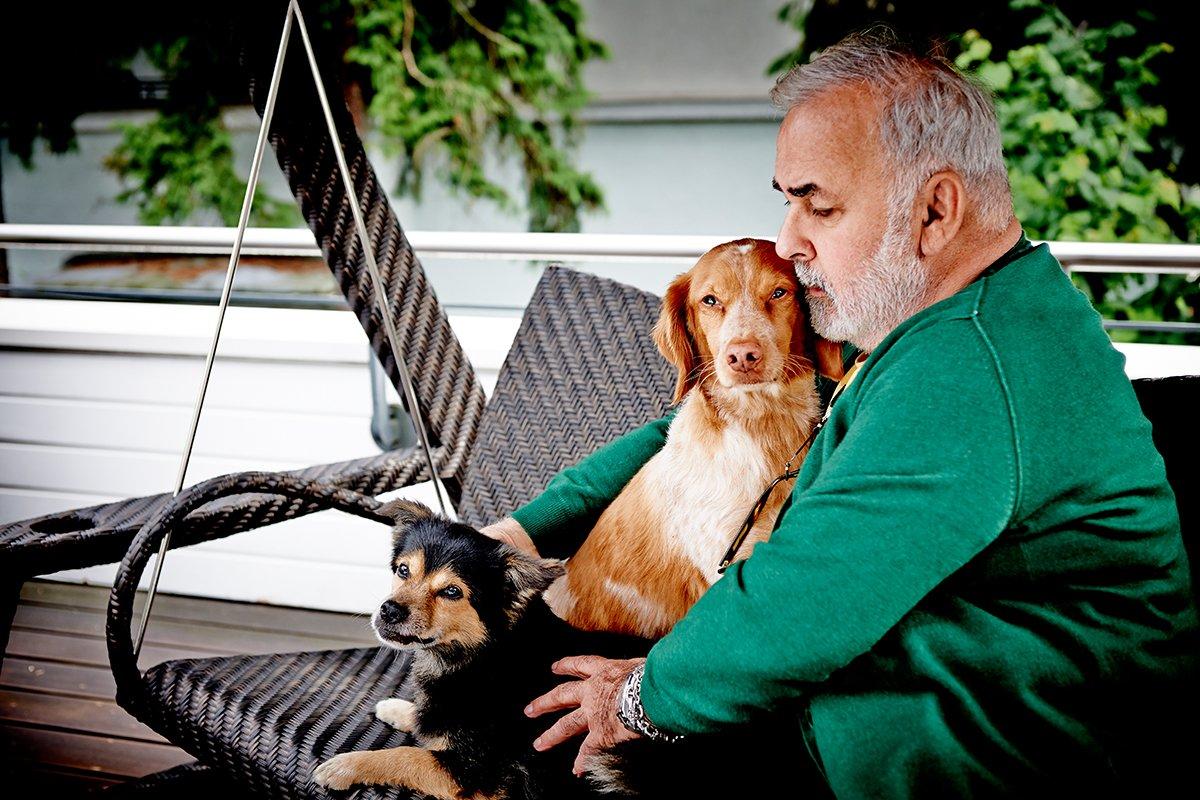 zu-besuch-bei-udo-walz-und-seinen-hunden-Foto: Maike Helbig-fuer-bettina-bergwelt-www.misterspencer.de