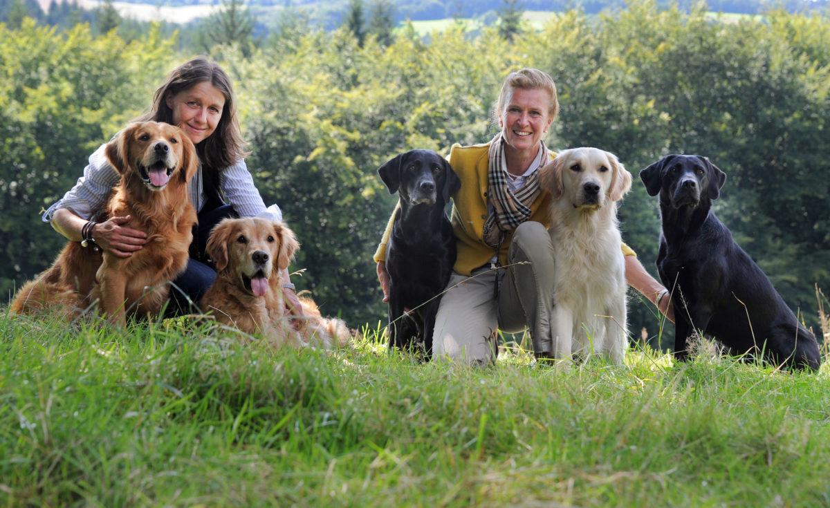 tatjana-Kreidler-und-dr-ariane-volpert-mit-vita-assistenzhunden-foto-franz-luthe-www.ciaogianna.de