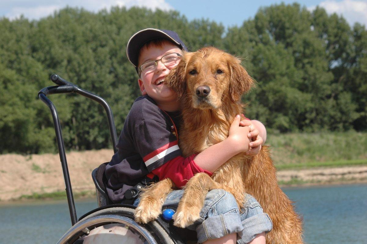levin-und-sein-assistenzhund-ashley-foto-vita-www.misterspencer.de