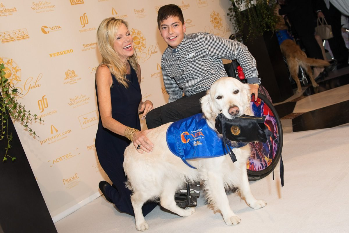 nina-ruge-mit-assistenzhund-bei-vita-charity-gala-foto-martin-loos-www.ciaogianna.de