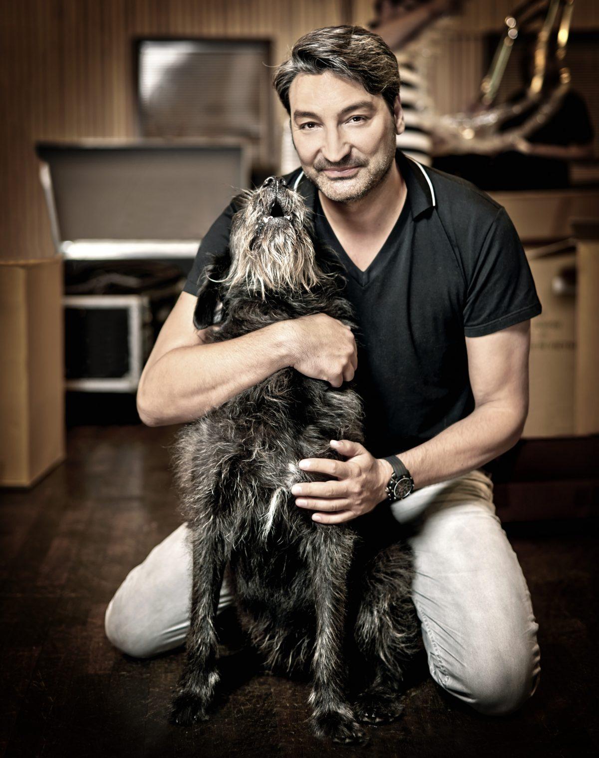 mousse-t-und-hund-nobu-für-charity-buch-prominent-mit-hund-foto-nikolaj-georgiew-www.ciaogianna.de